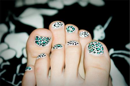 vẽ móng chân đẹp với họa tiết da báo