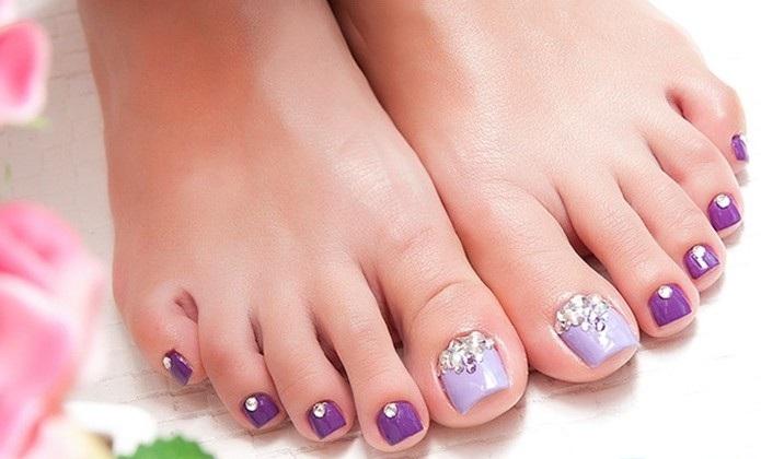 vẽ móng chân đính đá đẹp