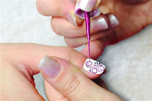 hướng dẫn cách vẽ móng tay đẹp bằng cọ nét