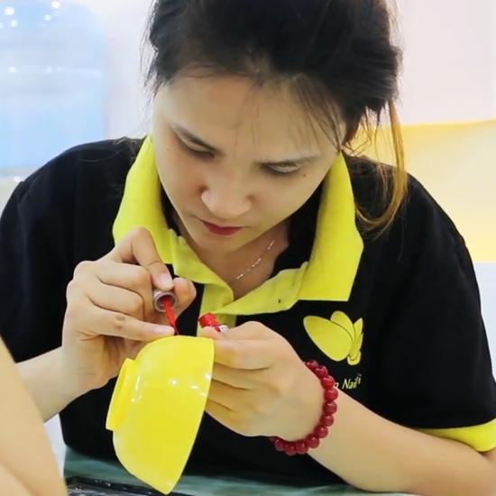 Nail Cali hỗ trợ đồ nghề khi học nail