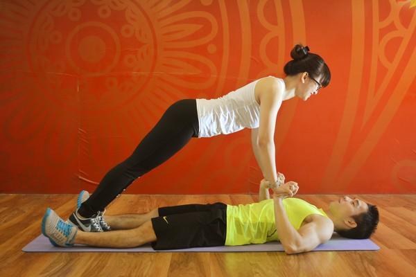 Bài tập chống đẩy đôi cho cơ tay
