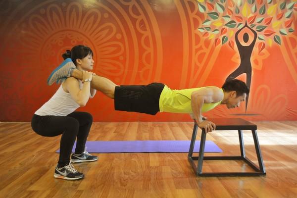 bài tập chống đẩy kết hợp squat