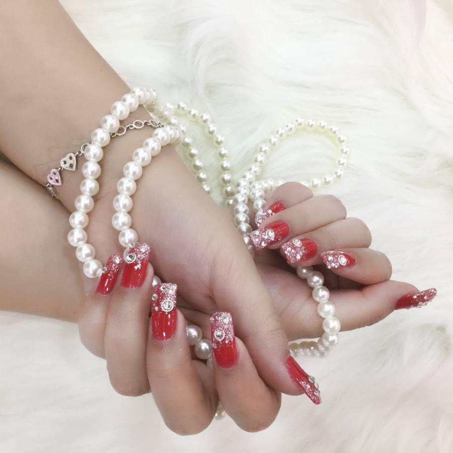 màu móng tay đẹp cho mùa lễ hội cuối năm