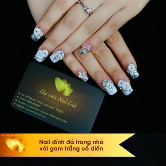 nail đính đá đẹp cho cô dâu