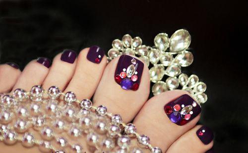những mẫu móng chân đính đá đẹp