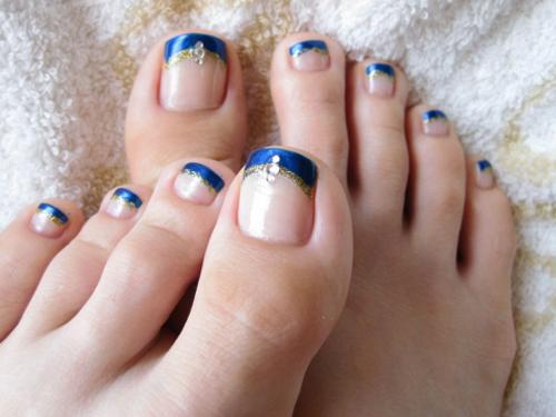 những mẫu móng chân đẹp với thiết kế đính đá
