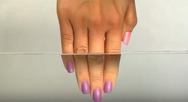 sơn móng tay đổi màu 2