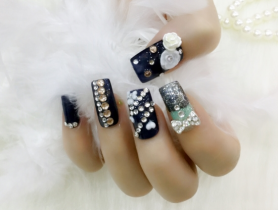 Những kiểu nail đính đá đẹp chuẩn gu cô nàng sang chảnh