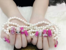 Những mẫu móng tay cho cô nàng yêu màu hồng