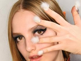 Ấn tượng những mẫu nail gắn lông thú độc đáo